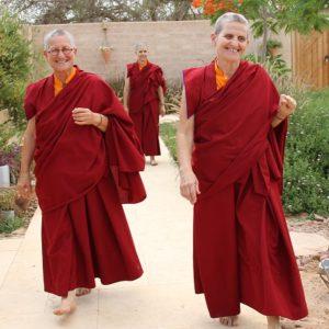 נזירות במוע